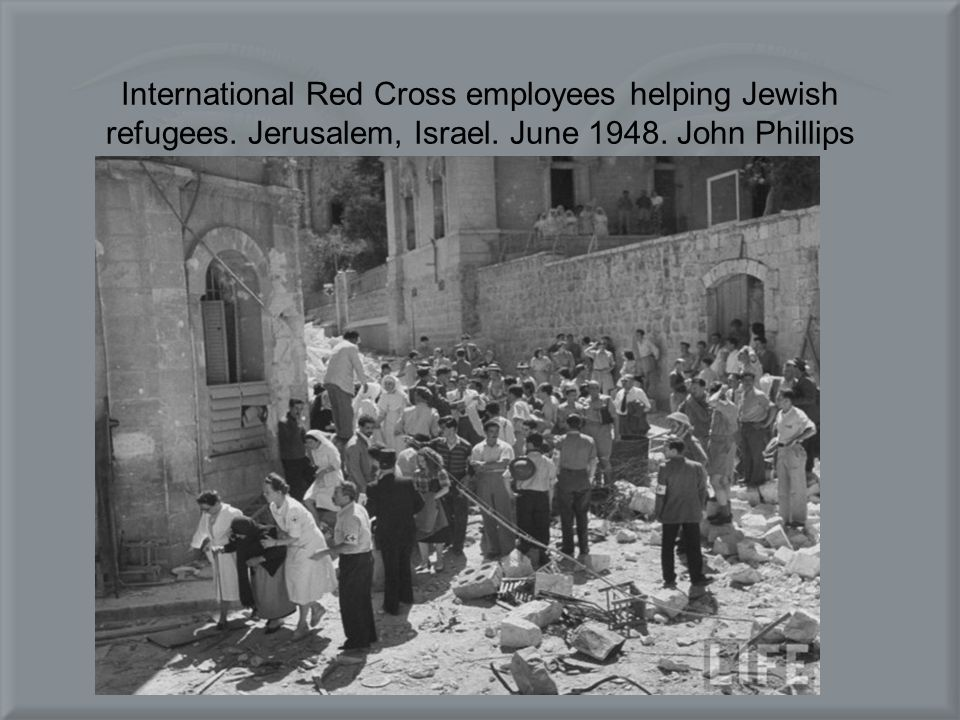 International Red Cross employees helping Jewish refugees.