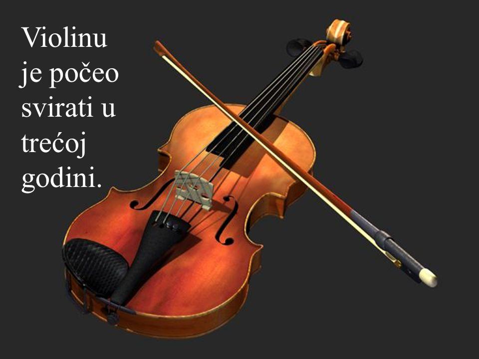 Violinu je počeo svirati u trećoj godini.