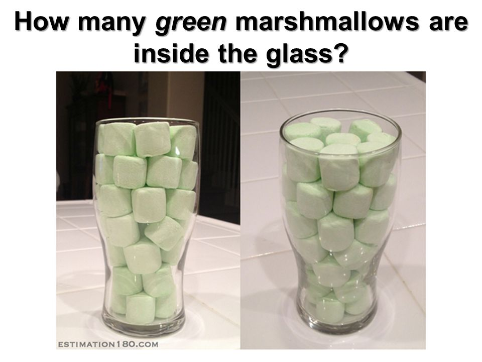How many green marshmallows are inside the glass