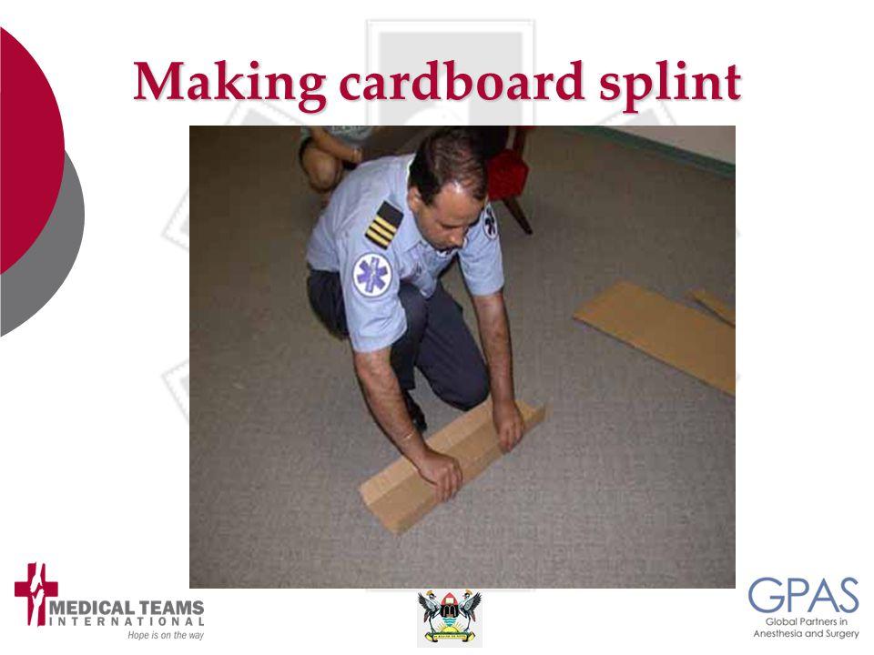 Making cardboard splint