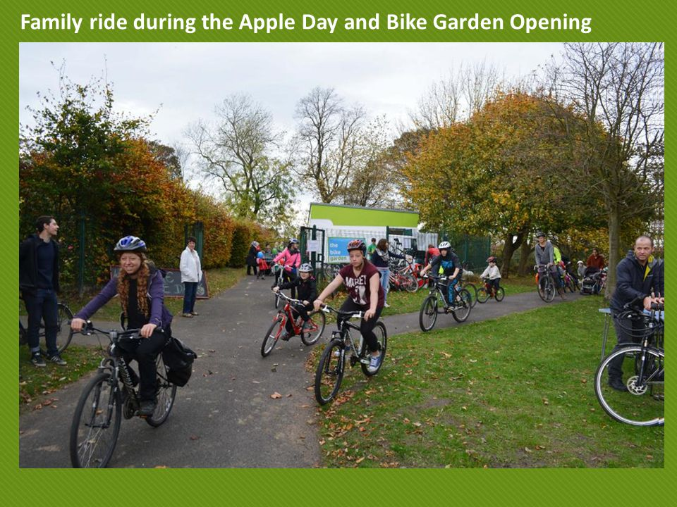Family ride during the Apple Day and Bike Garden Opening
