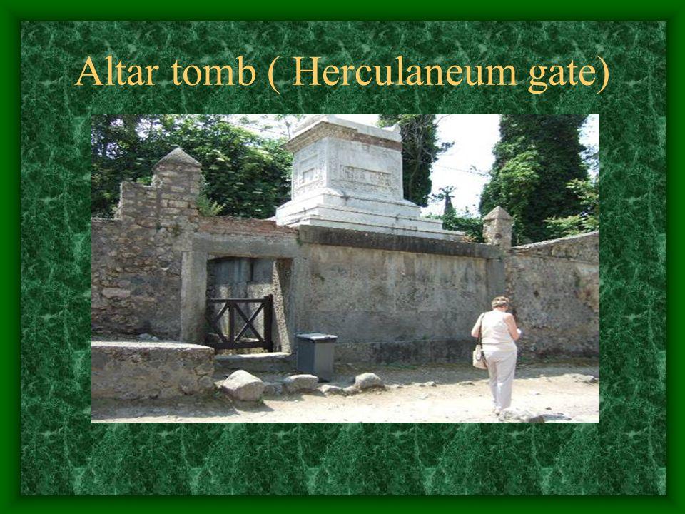 Altar tomb ( Herculaneum gate)