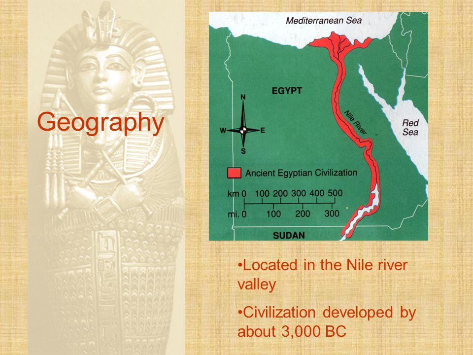 Architecture The three great pyramids are located at Giza.