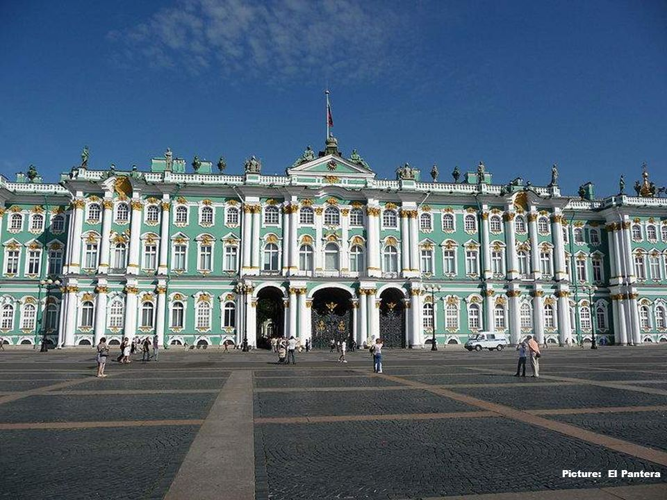 Entrance to Winter Palace(Hermitage) - Picture: Deror Avi