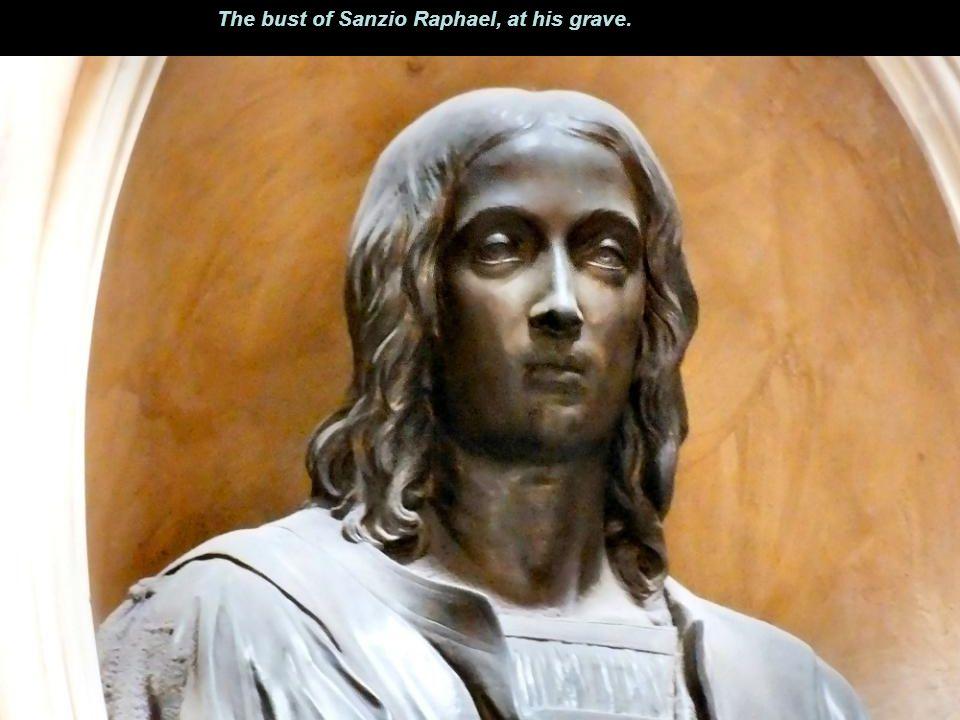 Image Raphael Tomb The statue of St Rasius.