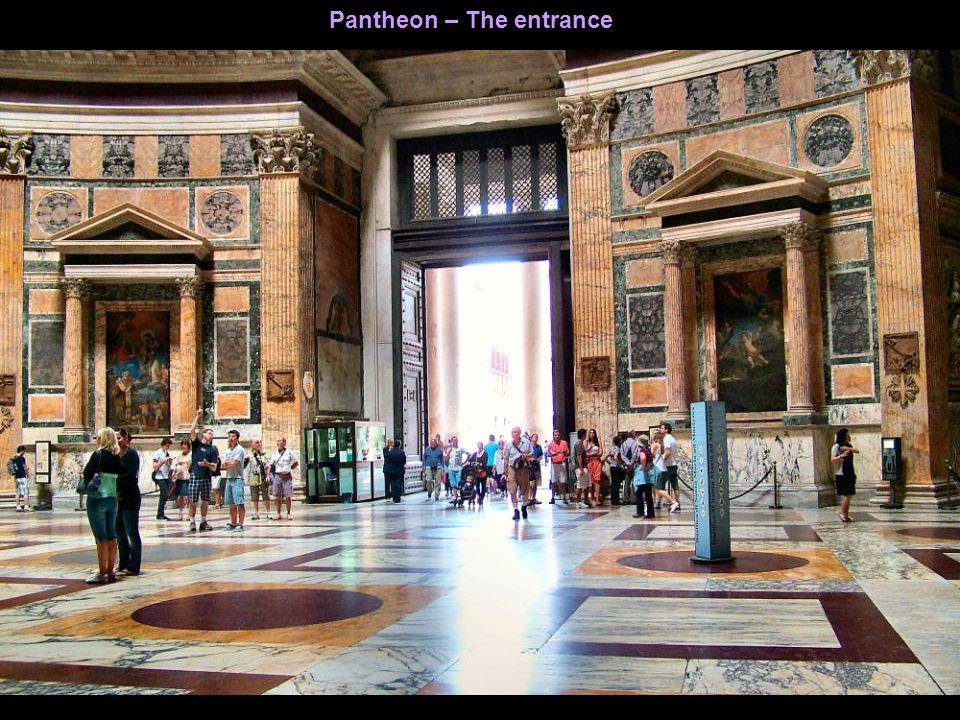 Pantheon – The entrance