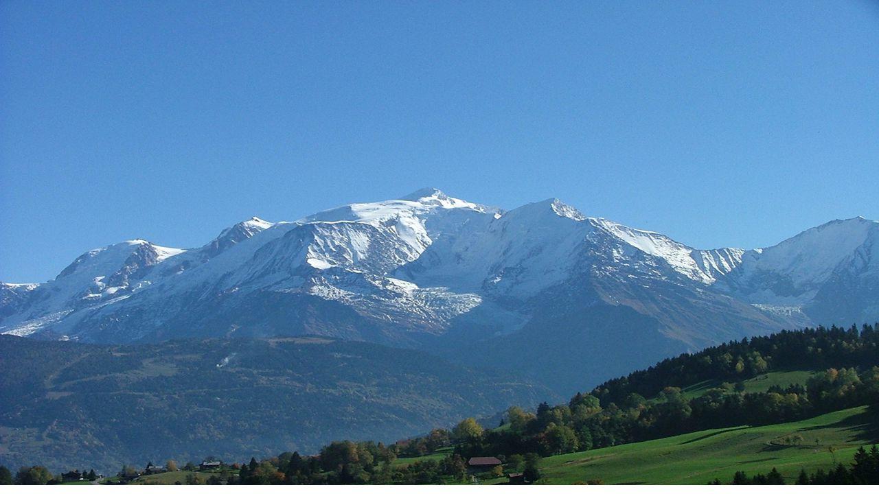 The Balkan Mountains The Balkan Mountains extend from Yugoslavia across Bulgaria.