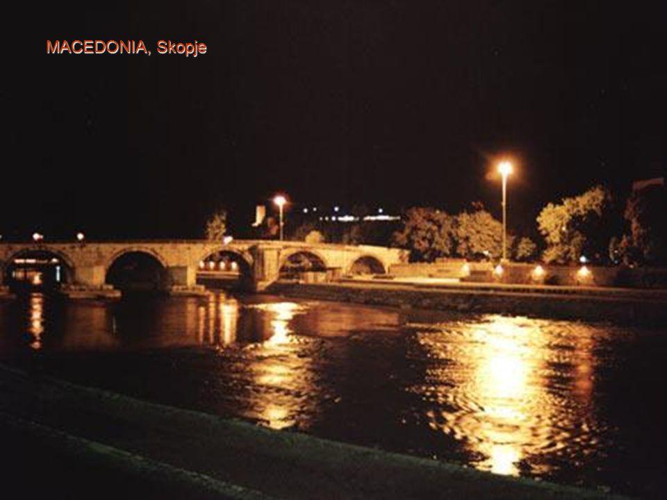 SLOVENIA, LJubljana Mostar Bridge