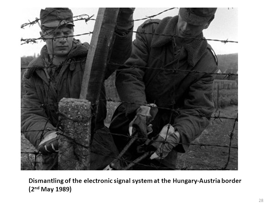 Dismantling of the electronic signal system at the Hungary-Austria border (2 nd May 1989) 28