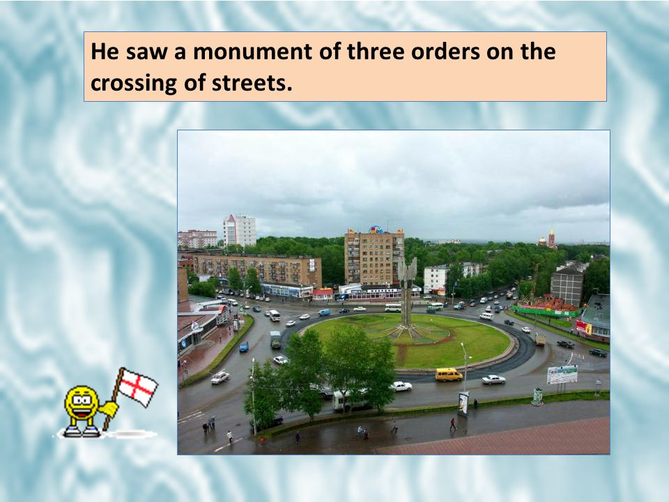 He saw a monument of three orders on the crossing of streets.