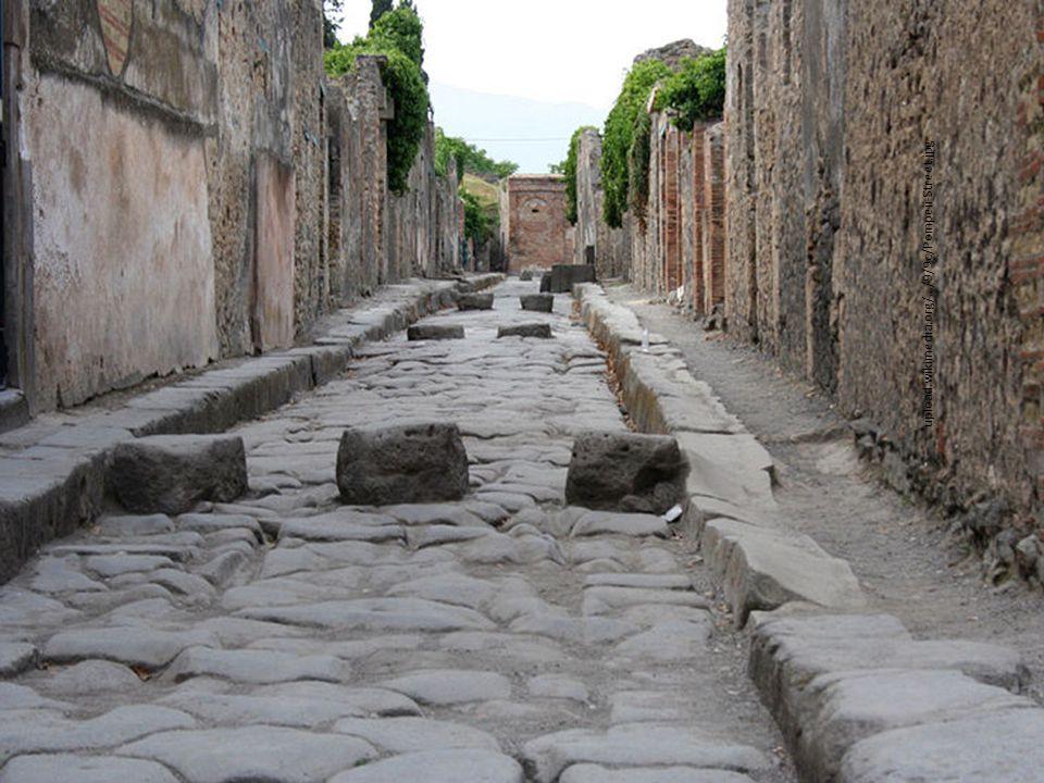upload.wikimedia.org/.../9/9c/Pompeii-Street.jpg