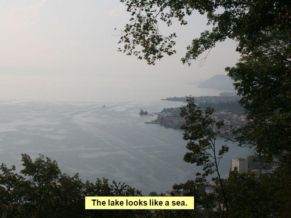 The lake looks like a sea.