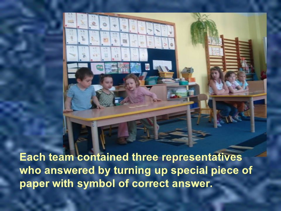 Each team contained three representatives who answered by turning up special piece of paper with symbol of correct answer.