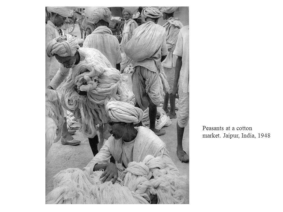 Peasants at a cotton market. Jaipur, India, 1948