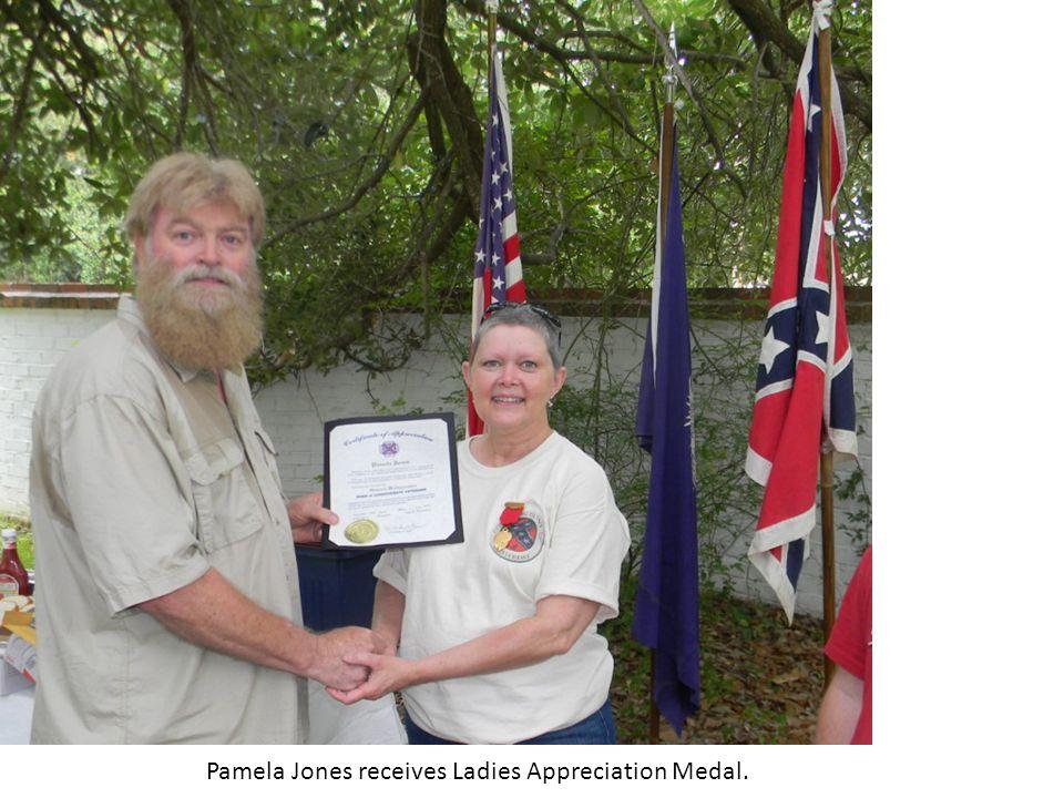 Pamela Jones receives Ladies Appreciation Medal.