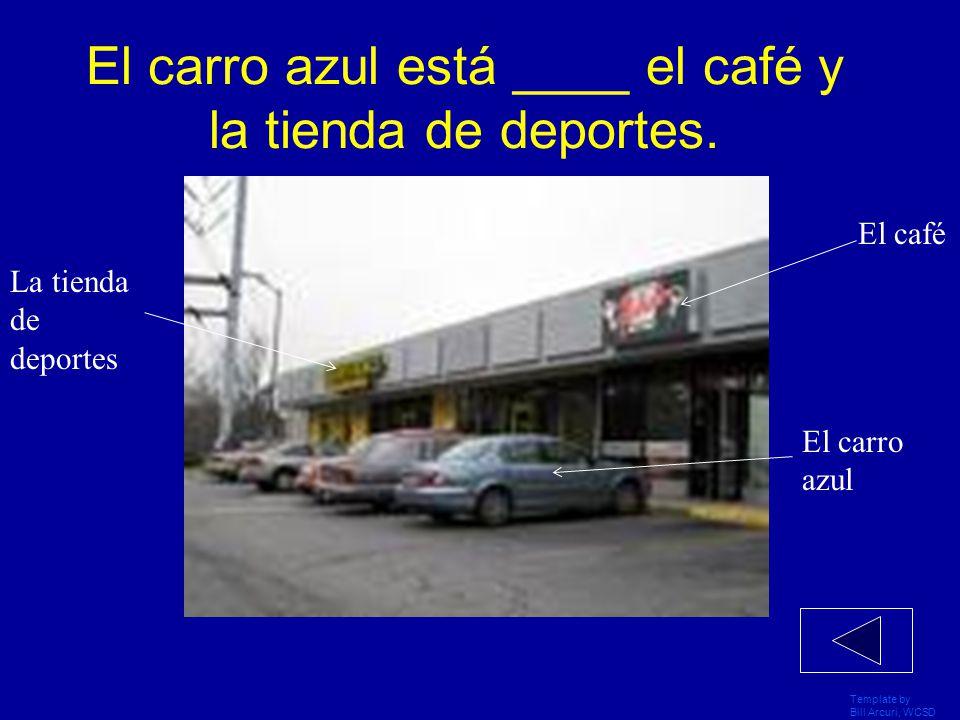 Template by Bill Arcuri, WCSD El hombre está al _____ del carro.