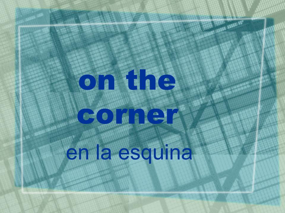 on the corner en la esquina