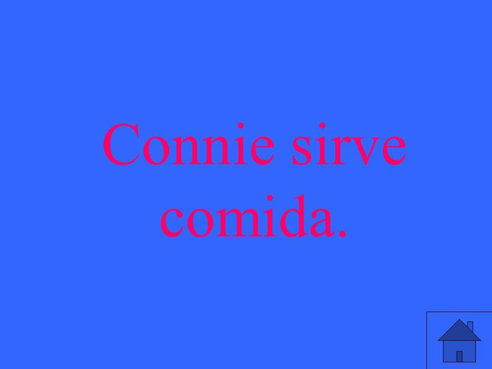 Connie sirve comida.
