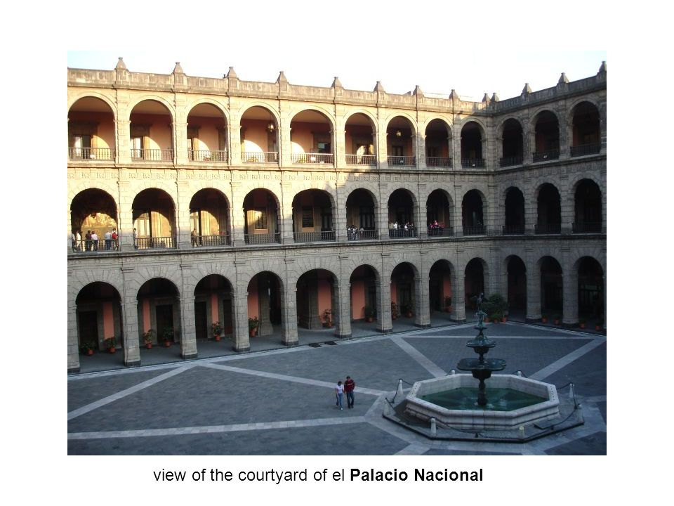 view of the courtyard of el Palacio Nacional