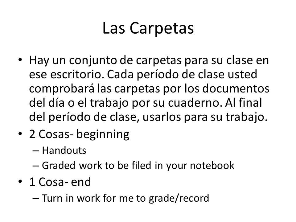 Las Carpetas Hay un conjunto de carpetas para su clase en ese escritorio.