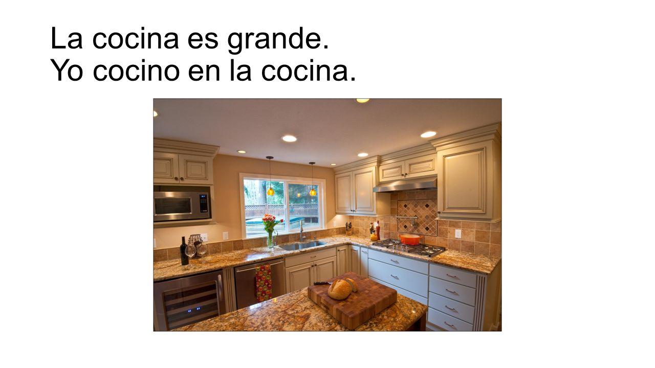 La cocina es grande. Yo cocino en la cocina.