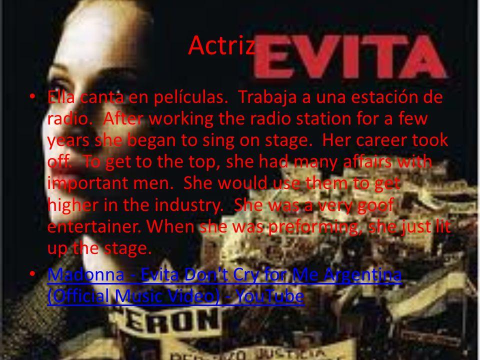 Actriz Ella canta en películas. Trabaja a una estación de radio.