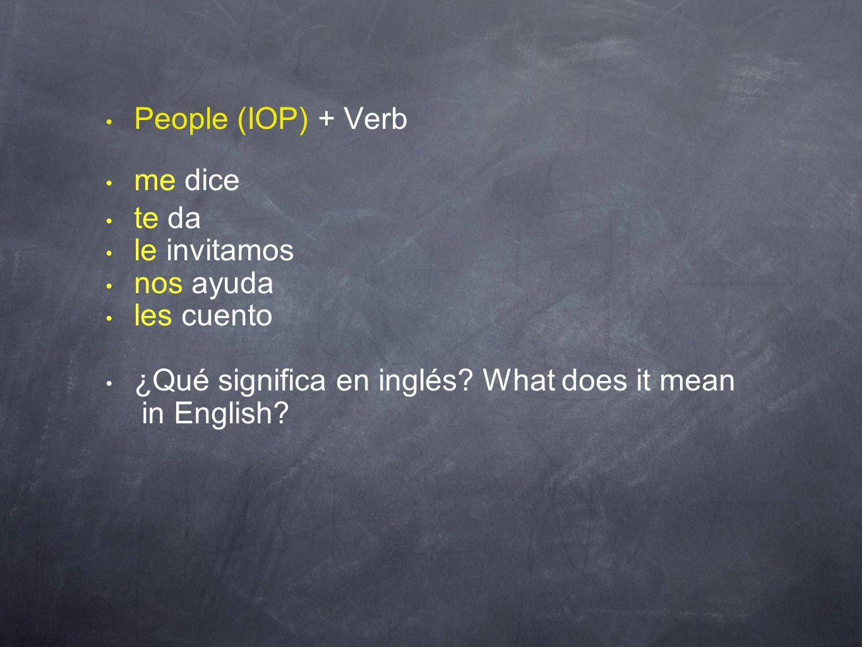 People (IOP) + Verb me dice te da le invitamos nos ayuda les cuento ¿Qué significa en inglés? What does it mean in English?