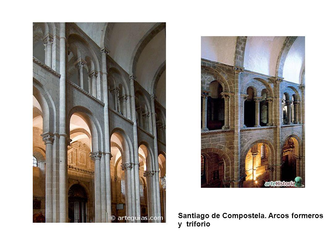 Santiago de Compostela. Arcos formeros y triforio