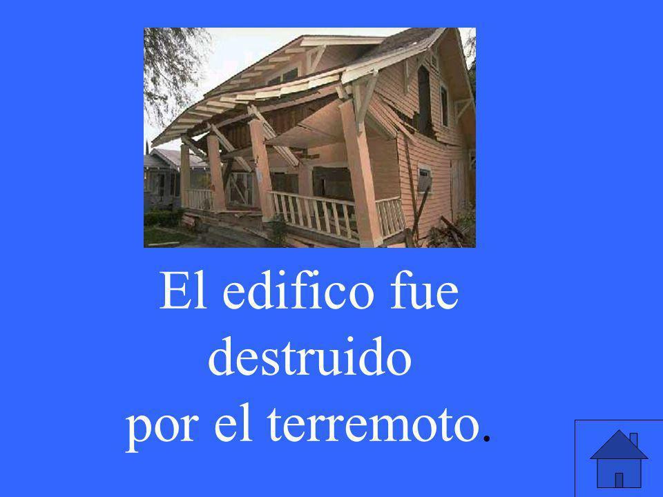 El edifico fue destruido por el terremoto.