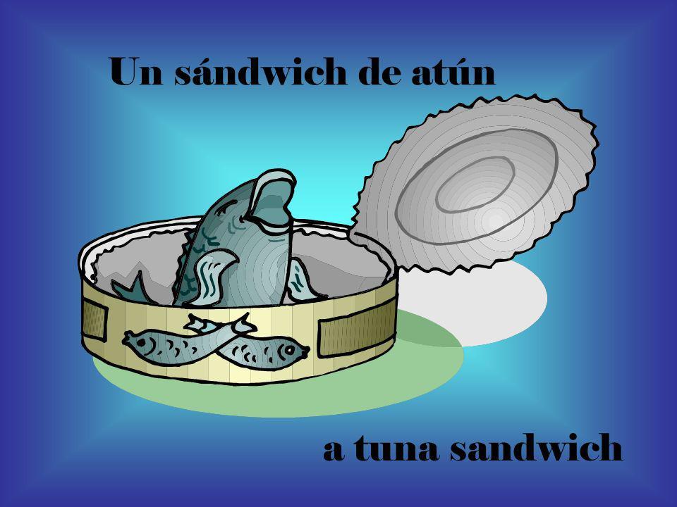 Un sándwich de atún a tuna sandwich