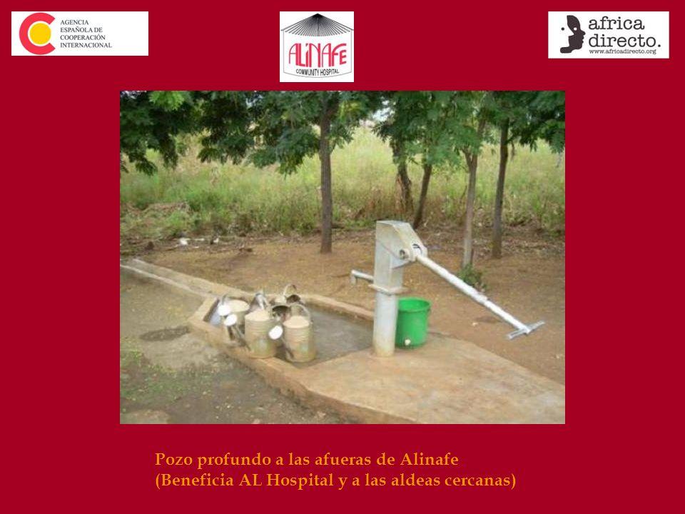 Pozo profundo a las afueras de Alinafe (Beneficia AL Hospital y a las aldeas cercanas)