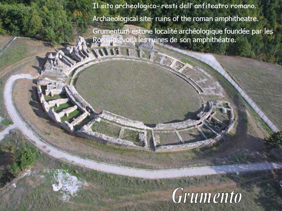 Il sito archeologico- resti dell anfiteatro romano.