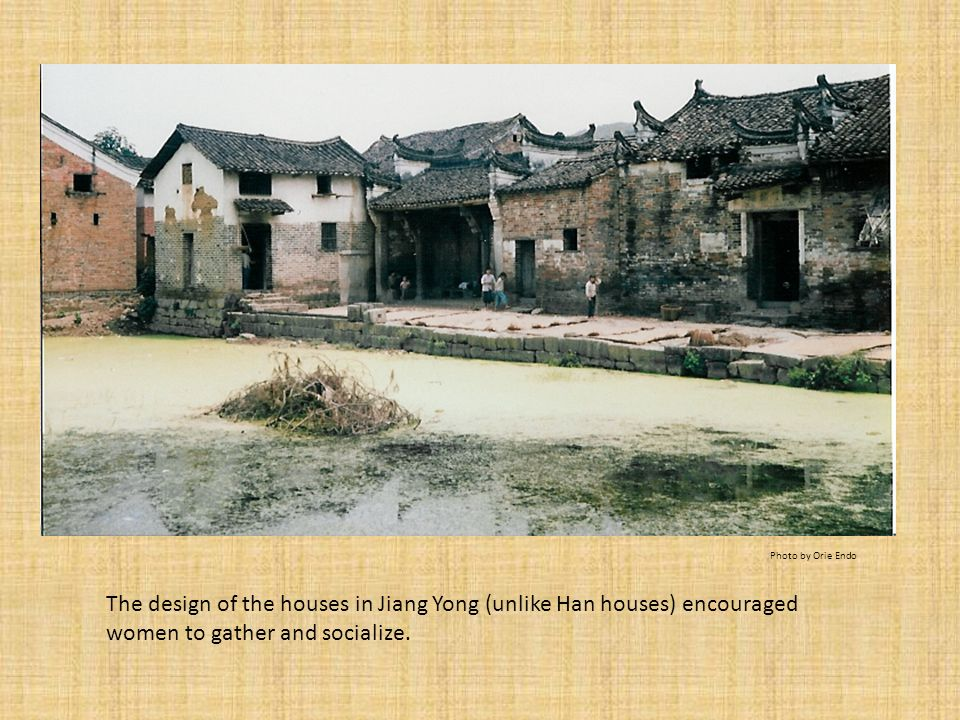 The design of the houses in Jiang Yong (unlike Han houses) encouraged women to gather and socialize. Photo by Orie Endo