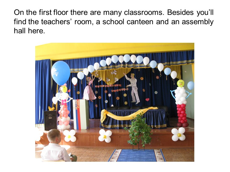On the first floor there are many classrooms. Besides youll find the teachers room, a school canteen and an assembly hall here.
