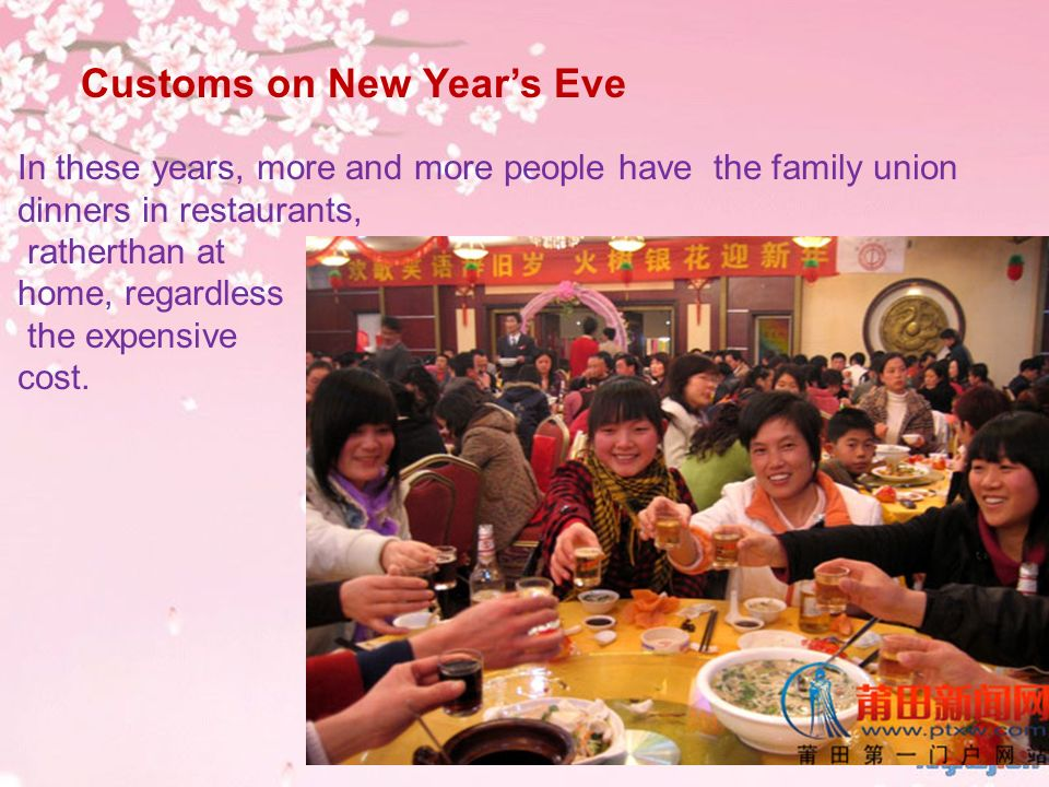 Customs on New Years Eve In these years, more and more people have the family union dinners in restaurants, ratherthan at home, regardless the expensi