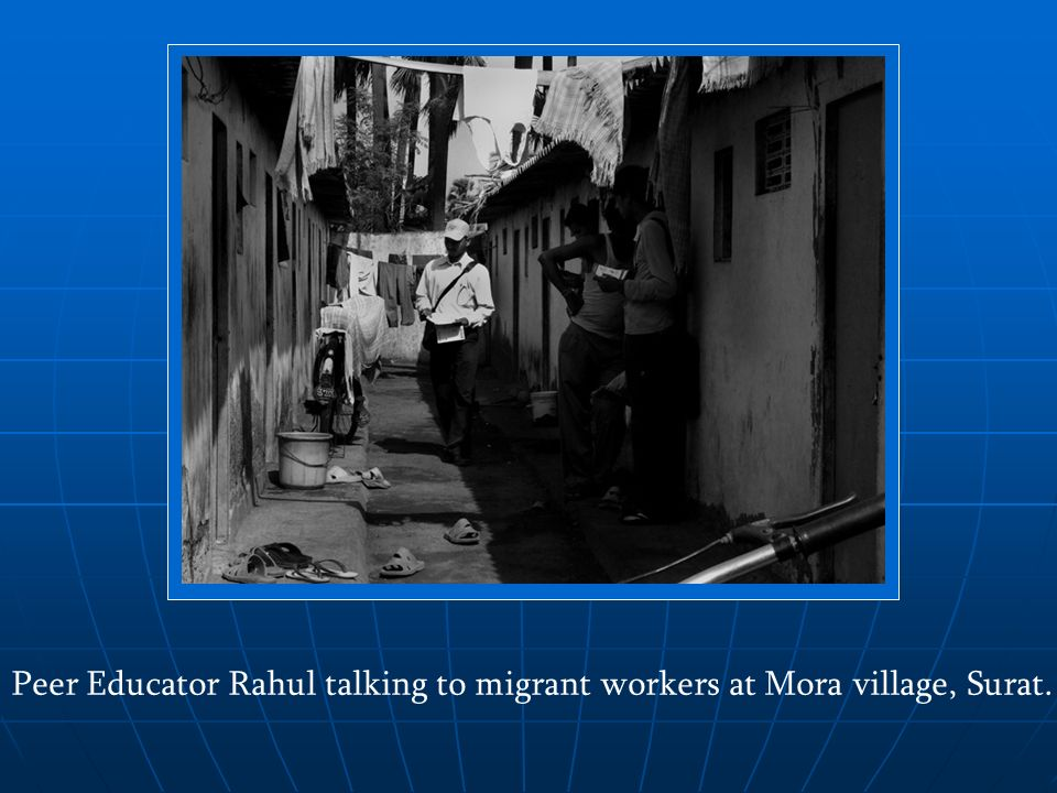 Peer Educator Rahul talking to migrant workers at Mora village, Surat.