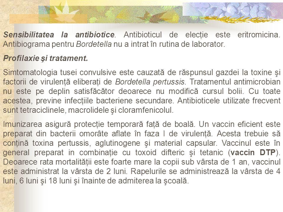 Sensibilitatea la antibiotice. Antibioticul de elecţie este eritromicina. Antibiograma pentru Bordetella nu a intrat în rutina de laborator. Profilaxi