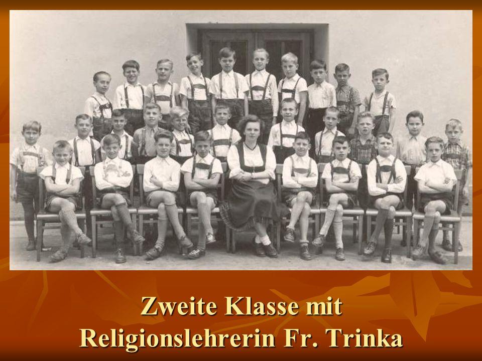 Zweite Klasse mit Religionslehrerin Fr. Trinka