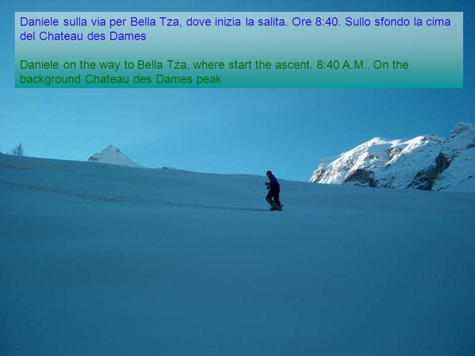 Daniele sulla via per Bella Tza, dove inizia la salita.