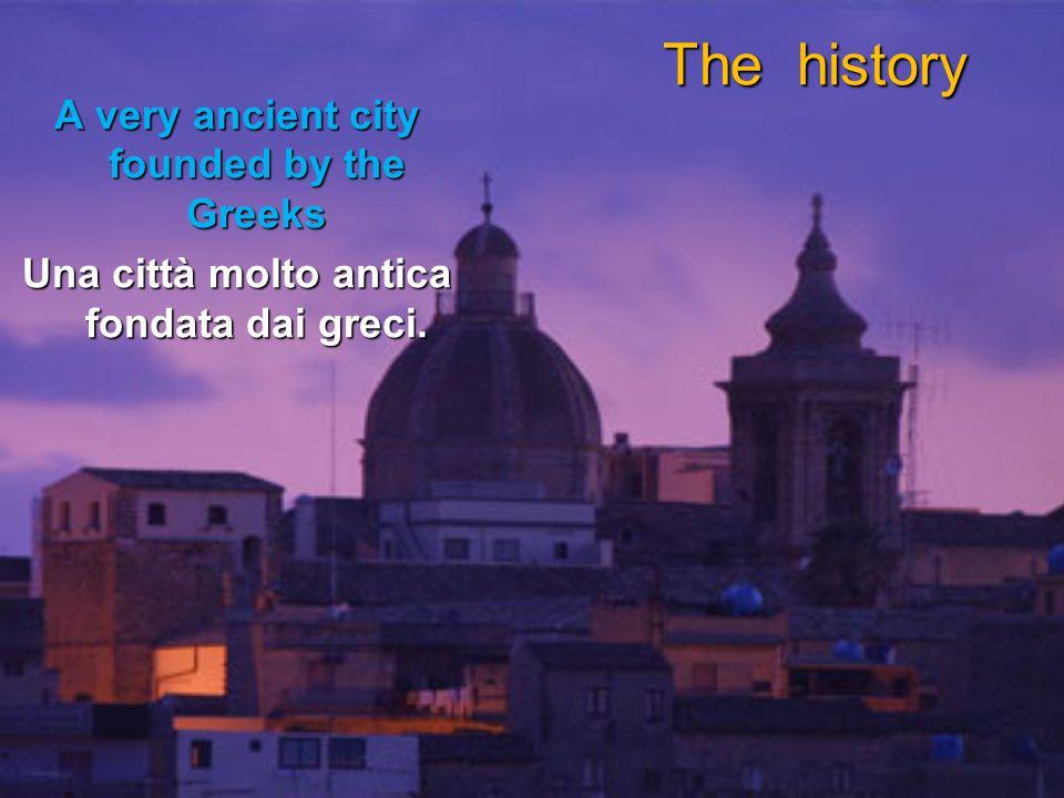 The history A very ancient city founded by the Greeks Una città molto antica fondata dai greci.