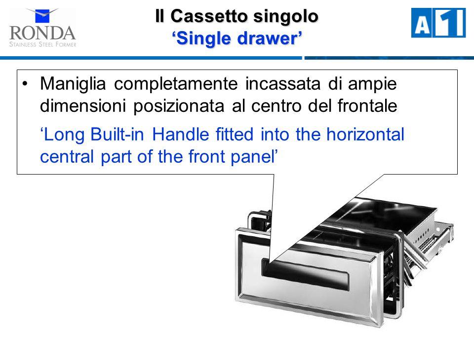 Il Cassetto singolo Single drawer Maniglia completamente incassata di ampie dimensioni posizionata al centro del frontale Long Built-in Handle fitted into the horizontal central part of the front panel