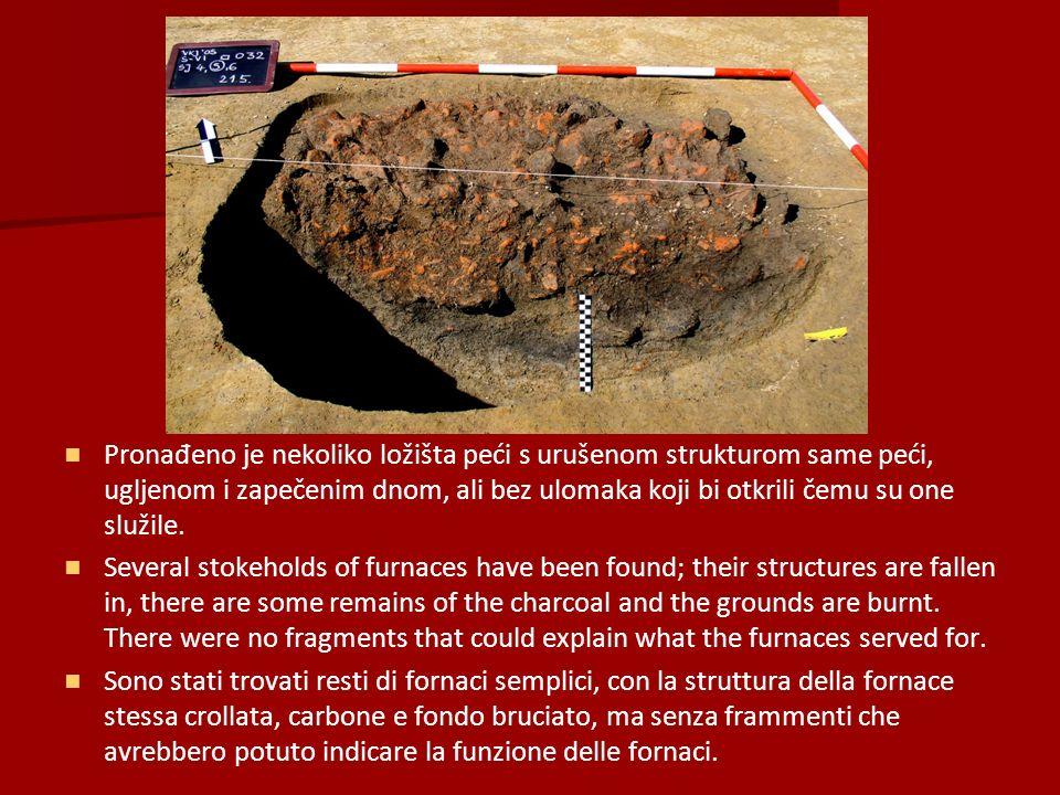 Pronađeno je nekoliko ložišta peći s urušenom strukturom same peći, ugljenom i zapečenim dnom, ali bez ulomaka koji bi otkrili čemu su one služile.