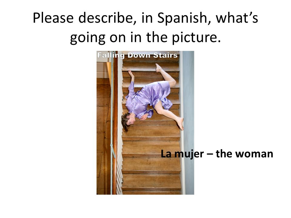 Please describe, in Spanish, whats going on in the picture. La mujer – the woman