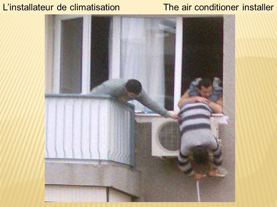 Linstallateur de climatisationThe air conditioner installer
