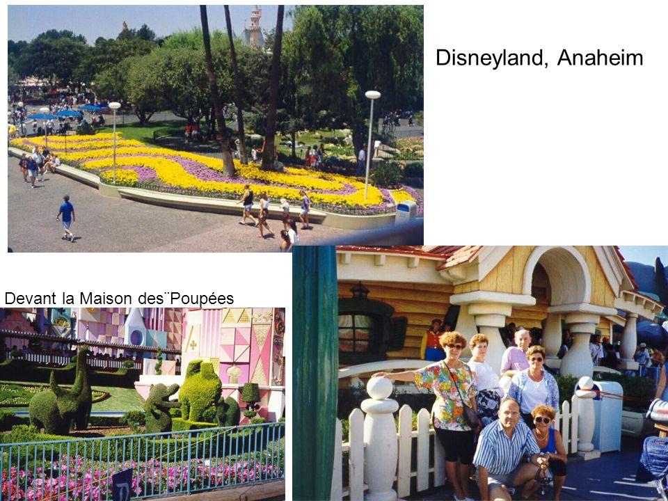 Disneyland, Anaheim Devant la Maison des¨Poupées