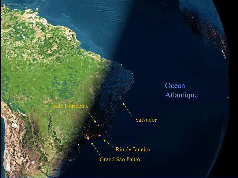 La photo suivante, prise telle quelle dun satellite, est la nuit qui tombe au Brésil.