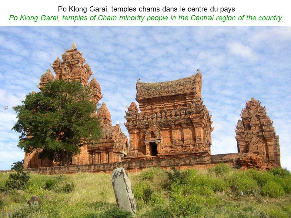 VIT NAM Régions des Centre et Sud Central and Southern regions French words by Jacques Nguyn Hiu Liêm (France) English words by Phan Văn Tú (Vietnam) 2010