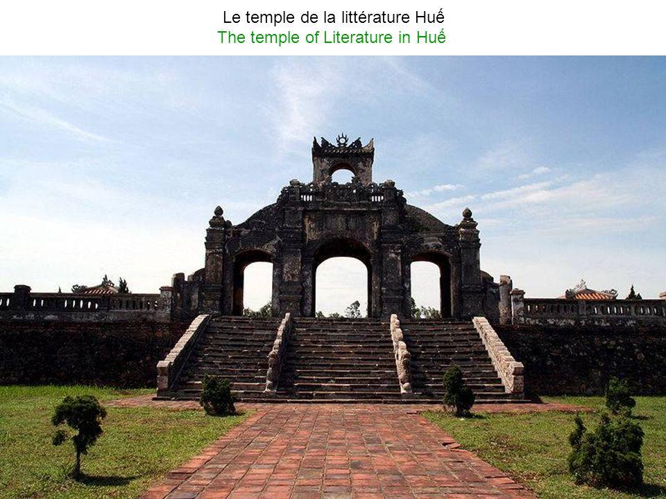 Le tombeau de Khai Dinh (Empereur Khi Đnh 1885-1925, le 12ème empereur de la dynastie de Nguyen) The tomb of Khi Đnh (1885-1925), the 12 th Emperor of the Nguyn dynasty