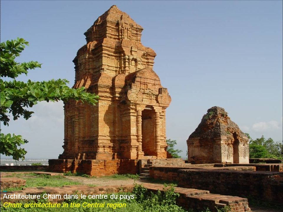 Po Klong Garai, temples chams dans le centre du pays Po Klong Garai, temples of Cham minority people in the Central region of the country
