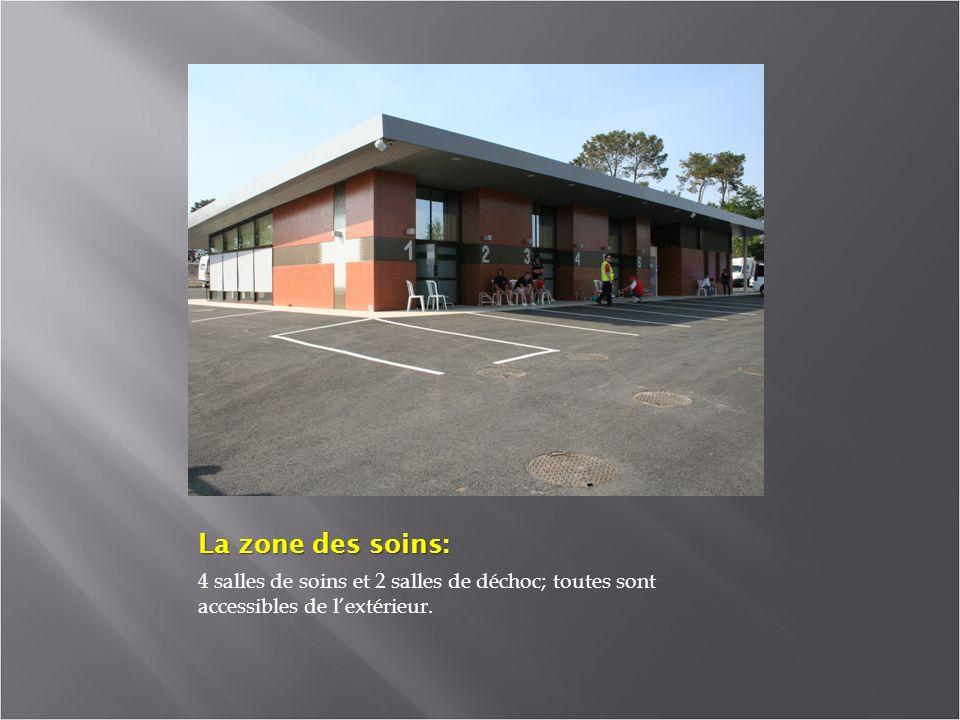 La zone des soins: 4 salles de soins et 2 salles de déchoc; toutes sont accessibles de lextérieur.